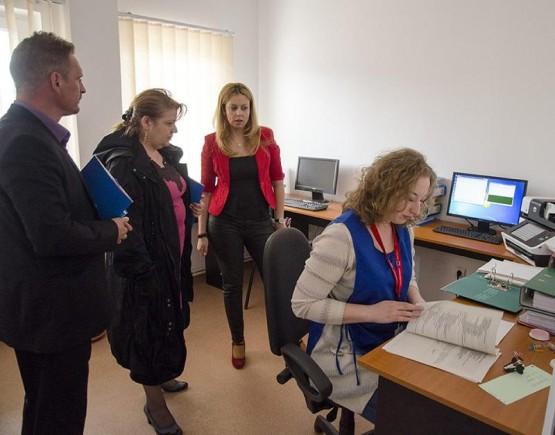 Vizita Elena Motas/ consilier pe problemele romilor la prefectura Iasi